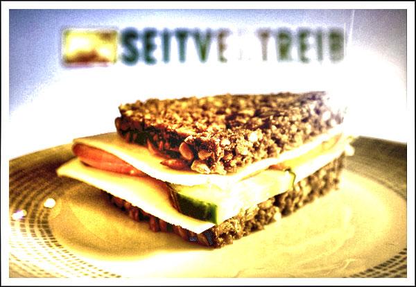 Das Lieblingssandwich von Seitvertreib: Ziegengouda an Schwarzbrot mit Tomate und Gurke